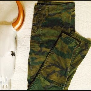 BDG Cropped Camo Skinny Jeans